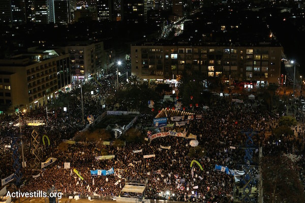 Tens of thousands of people attend a right-wing election rally in Tel Aviv's Rabin Square, March 15, 2015. (Oren Ziv/Activestills.org)