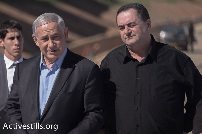 Prime Minister Benjamin Netanyahu and Likud minister Israel Katz at a campaign event in Raanana. (Yotam Ronen/Activestills.org)