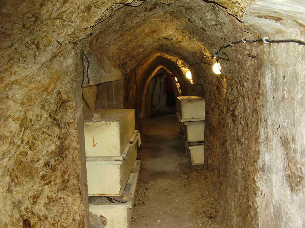 A photo of a 'slik' weapons cache in Kfar Giladi. These underground hideouts served the different Zionist militias in the lead-up and during the 1948 War. (photo: Avi1111/CC BY-SA 2.5)