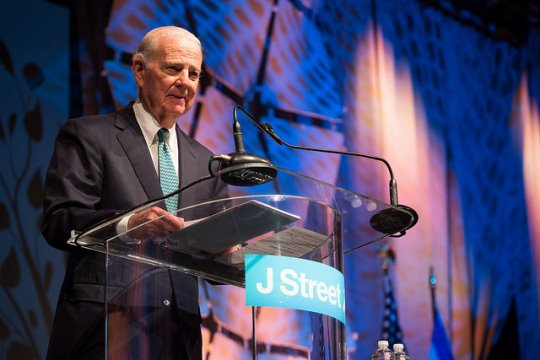 Former Secretary of State James Baker speaks at the J Street Conference in Washington DC, March 2015 (photo: JStreet.org  / CC BY-NC-SA 2.0)