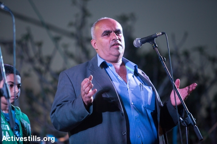 Arafat Ismail, who heads the the village committee, speaks to the crowd during the cultural event in the unrecognized village of Dahmash on March 14, 2015. (Yotam Ronen/Activestills.org)