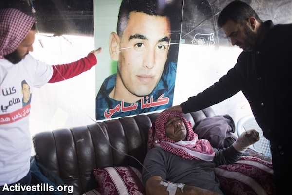 Khaled, the father of Sami al-Jaar, sits in a mourning tent before his son's funeral, Negev Desert, January 18, 2015. (Photo by Oren Ziv/Activestills.org)