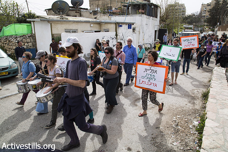 Palestinian, Israeli and international demonstrators march against Judaization in the East Jerusalem neighborhood of Sheikh Jarrah, East Jerusalem, March 27, 2015. (photo: Mareike Lauken, Keren Manor/Activestills.org)