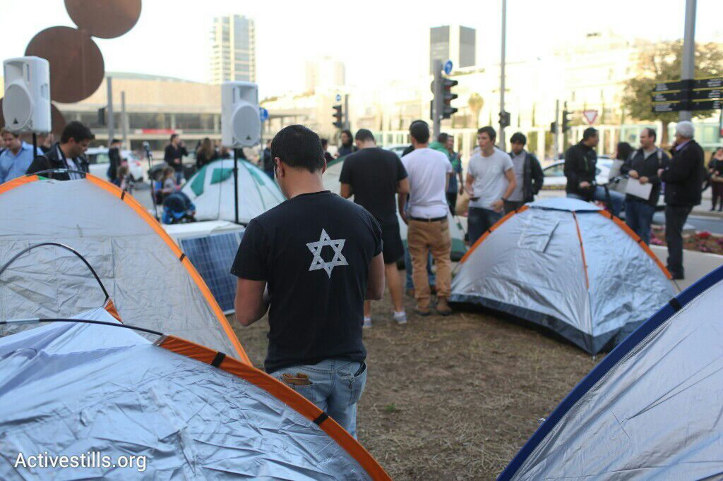 Activists re-establish the protest tent on Rothschild Boulevard, three years after the 2011 social protest movement, Tel Aviv, March 2015. (photo: Oren Ziv/Activestills.org)