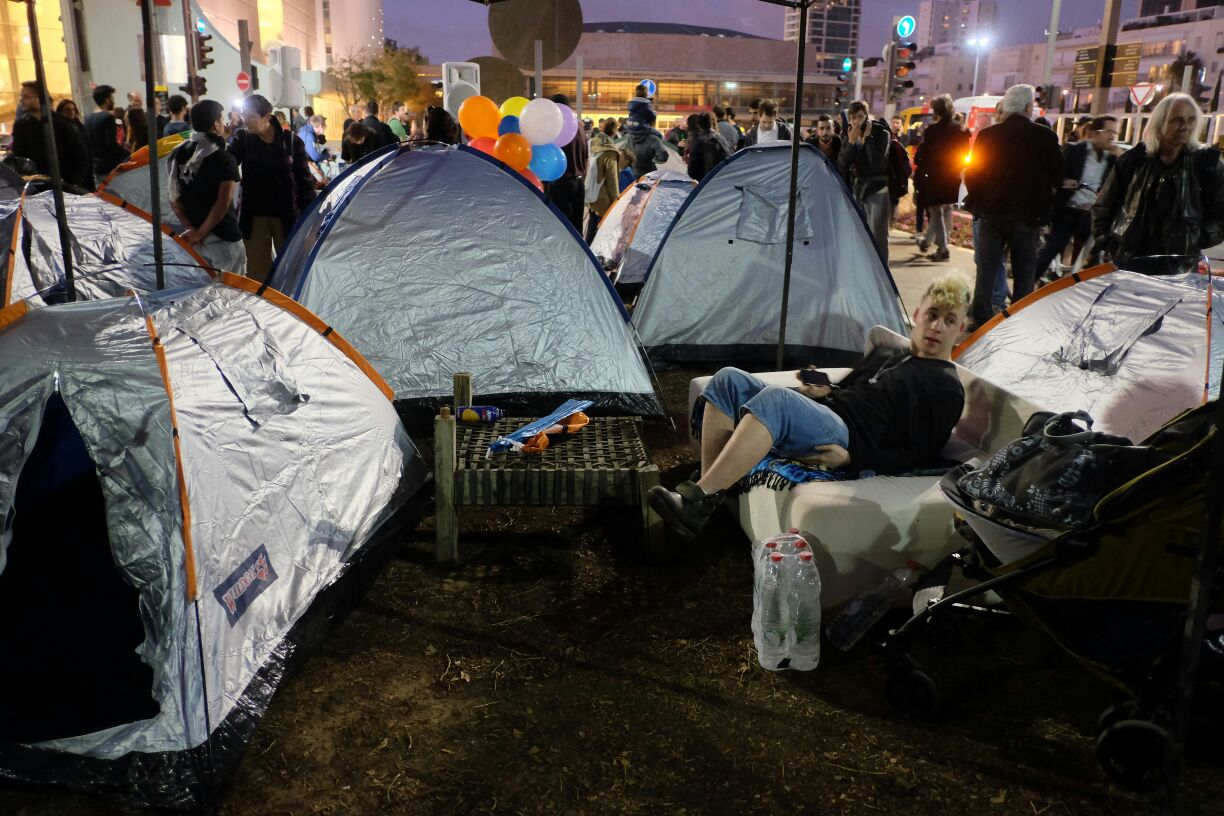 Activists re-establish the protest tent on Rothschild Boulevard, three years after the 2011 social protest movement, Tel Aviv, March 1, 2015. (photo: Oren Ziv/Activestills.org)
