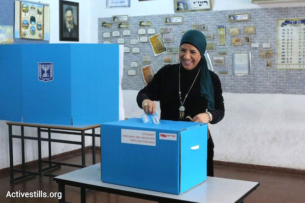 A Palestinian citizen of Israel votes in the 2015 elections, March 17, 2015 Ramle, Israel. (photo: Oren Ziv/Activestills.org)