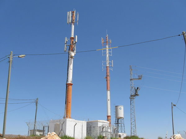 A photo of the cellular antennas built in the illegal settlement outpost of Migron, July 10, 2008. (Photo by Daniel Ventura/CC)