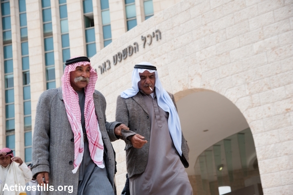 Sheikh Sayah Aturi of al-Araqib leaves the Beer Sheva Court, December 10, 2013. (Photo by Ryan Rodrick Beiler/Activestills.org)