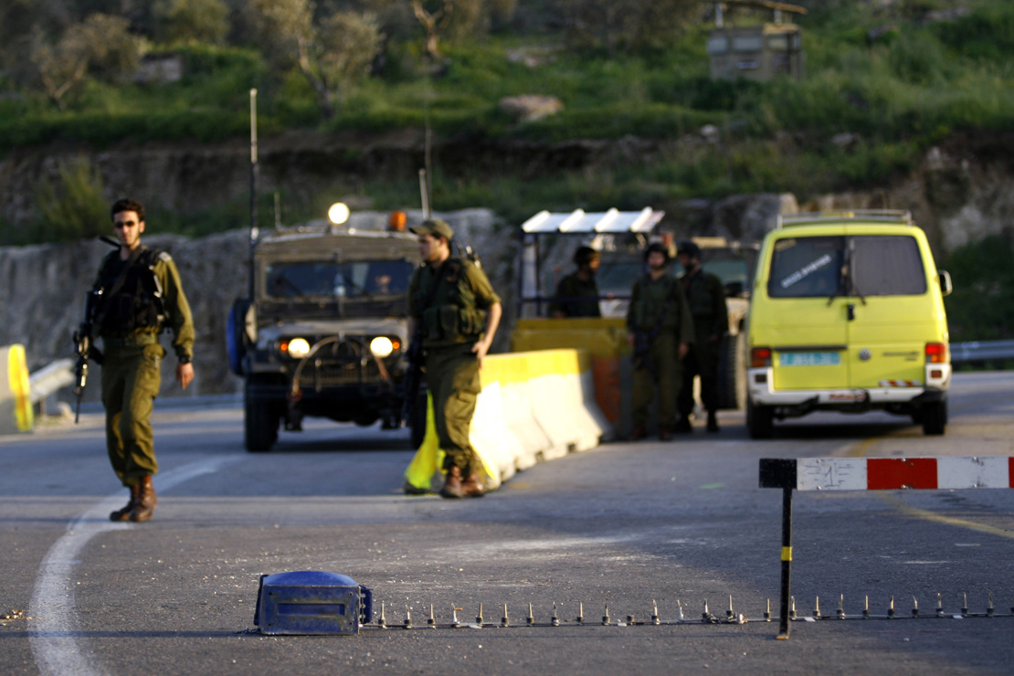 Israeli soldiers man an 'internal checkpoint' separating Palestinian cities, West Bank. (Activestills.org)