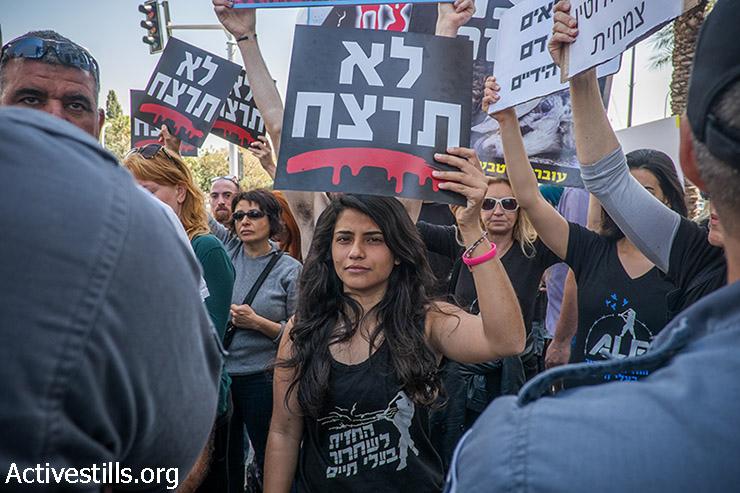 Animal rights activists protest against industrial animal farming, Tel Aviv, March 26, 2015. (photo: Activestills.org)