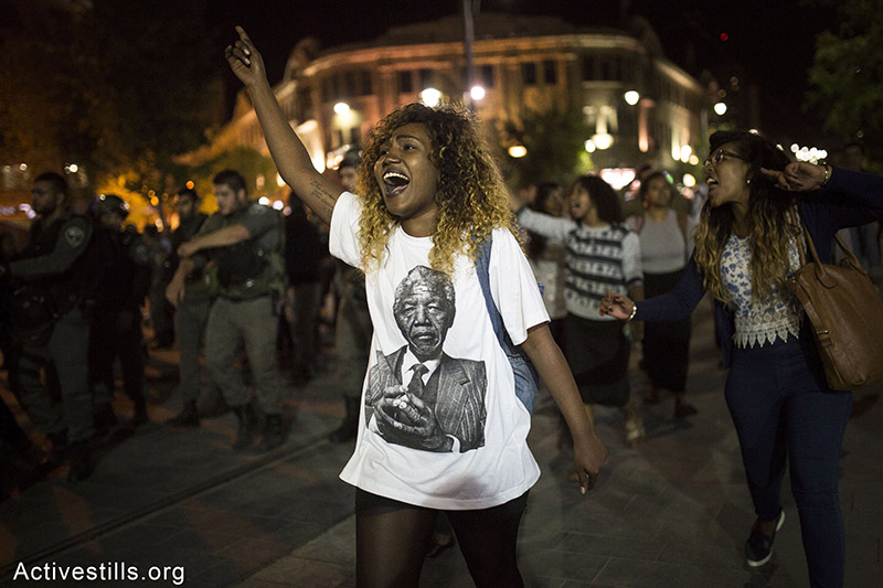 Ethiopian Israelis march on Ayalon highway during an Israeli Ethiopian protest against police brutality and racism, Tel Aviv, May 3, 2015. Oren Ziv / Activestills.org