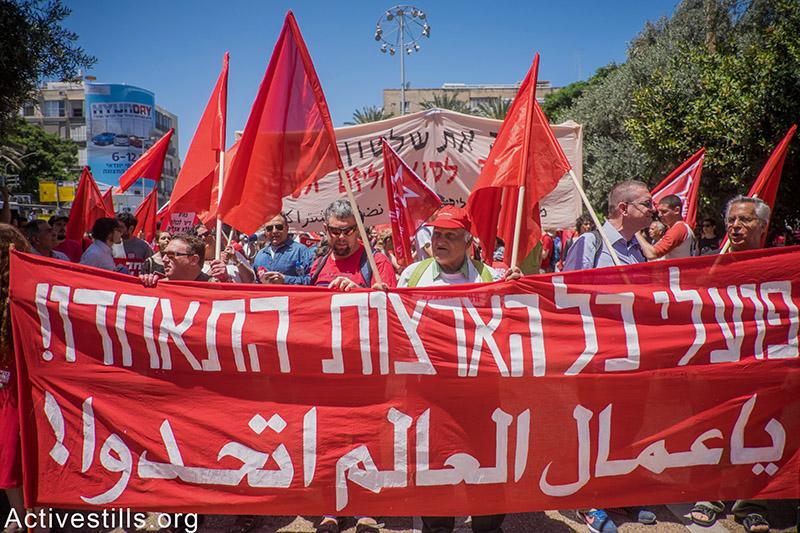 Hundreds march the streets of Tel Aviv marking May Day, May 1st, 2015. Yotam Ronen / Activestills.org