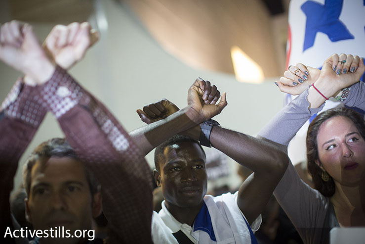 Asylum seekers and Israeli activists protest a proposed policy of giving African asylum seekers in Israel the option of indefinite imprisonment or 'self-deportation' to a third country, Tel Aviv, May 2, 2015. (Photo by Oren Ziv/Activestills.org)