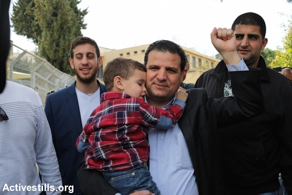 Joint List chairman Ayman Odeh walk into a polling station in Haifa, March 17, 2015. (Photo: Akrm Drawshi/Activestills.org)