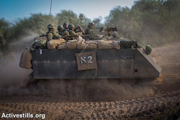 An Israeli APC along the Gaza border, July 9, 2014. (Activestills.org)
