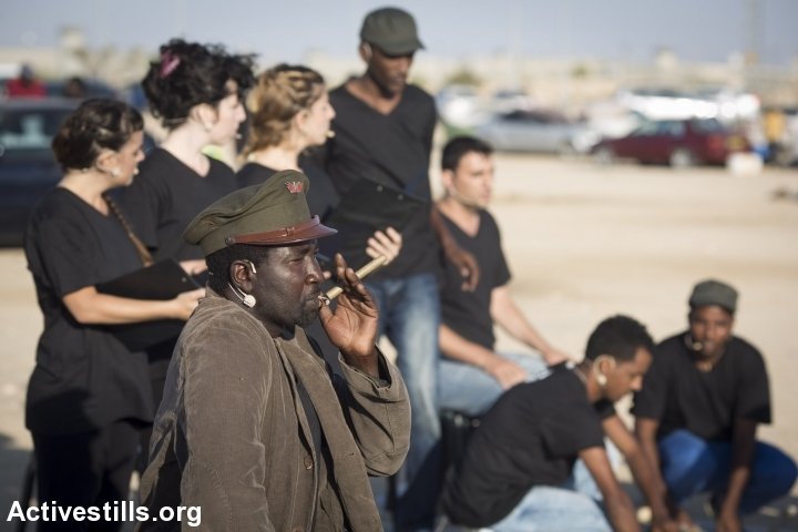 The Holot theater troupe in action, June 13, 2015. (photo: Oren Ziv/Activestills.org)