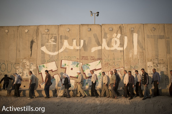 Palestinian men above the age of 40 making their way to Qalandiya checkpoint during the second Friday of Ramadan, June 26, 2015. (photo: Oren Ziv/Activestills.org)
