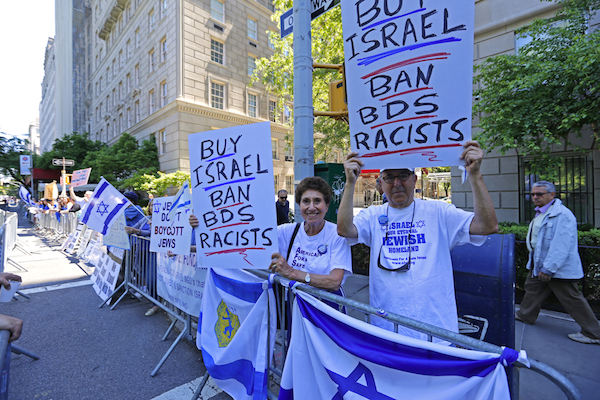 Pro-Israel protesters hold signs condemning BDS as racist, New York, June 1, 2014. (Illustrative photo by A Katz/Shutterstock.com)