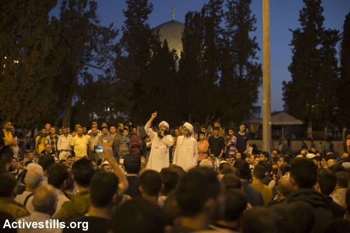 A Muslim preacher delivers a sermon to Palestinian Muslim worshippers during an overnight prayer at the Dome of the Rock, Jerusalem, July 13, 2015. (photo: Faiz Abu Rmeleh/Activestills.org)