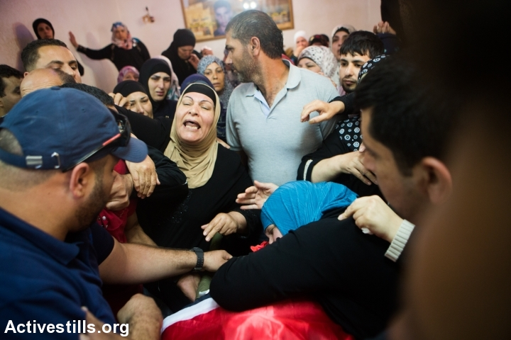 Family members of Mohammed Sami al-Ksbeh, 17, mourns during his funeral in Qalandiya refugee camp, near the West Bank city of Ramallah July 3, 2015. A senior Israeli army officer shot and killed Ksbeh who was throwing stones near a checkpoint in the West Bank on Friday, June 3, 2015. (photo: Yotam Ronen/Activestills.org)