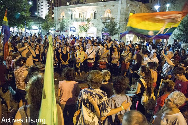 Hundreds gather in Jerusalem's Zion Square to demonstrate against the stabbing attack during the Jerusalem Pride Parade just several hours prior, July 30, 2015. (photo: Keren Manor/Activestills.org)