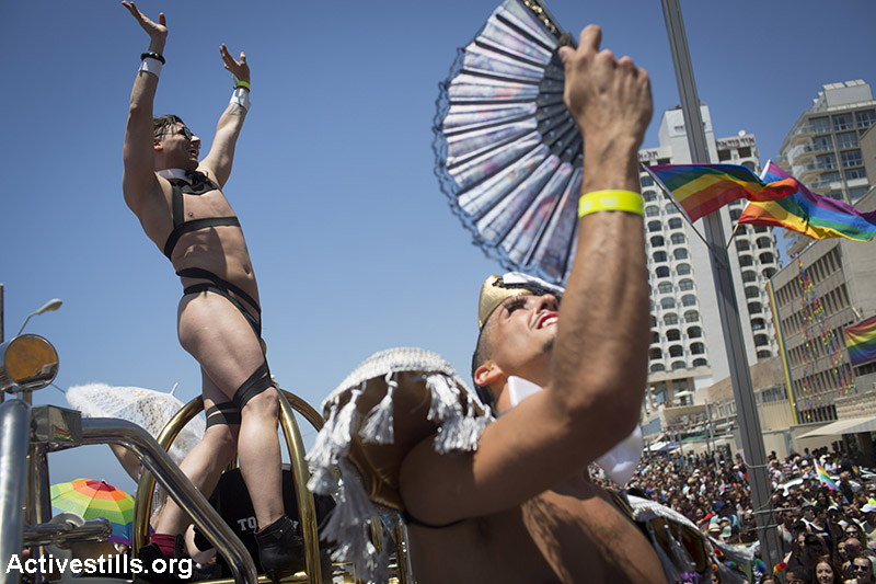 Israelis take part in the annual pride parade in Tel Aviv, June 12, 2015. (Activestills.org)