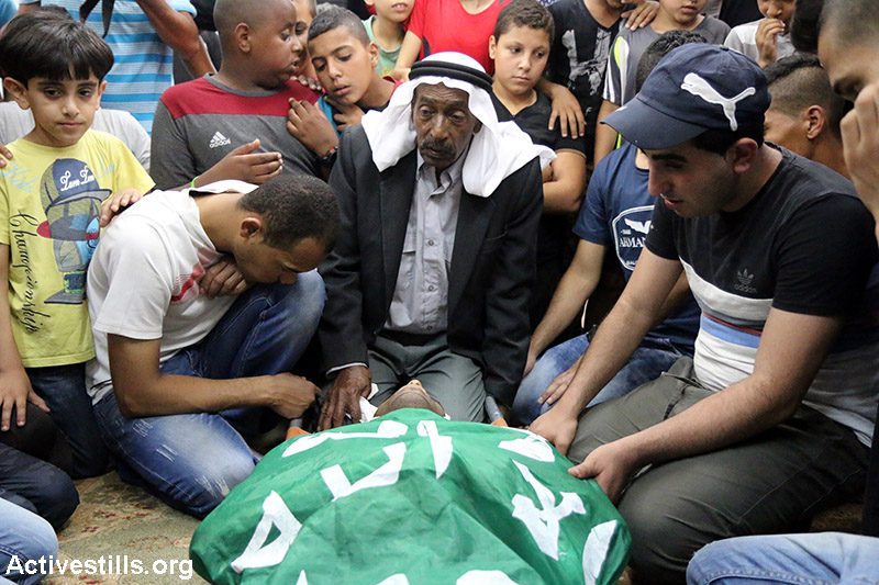 Palestinians mourn during the funeral of Izz Al-Din Bani Gharra, 21, in Jenin refugee camp, West Bank, June 10, 2015. Bani Gharra was shot and killed overnight during an Israeli arrest raid. According to the UN, he is the twelfth Palestinian killed by Israeli forces in East Jerusalem, West Bank and Gaza the beginning of 2015, with over 900 injured. (Activestills.org)