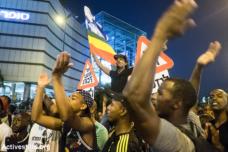 Protesters block a main road in Tel Aviv during an Israeli Ethiopian protest against police brutality and racism,June 3, 2015. (Activestills.org)