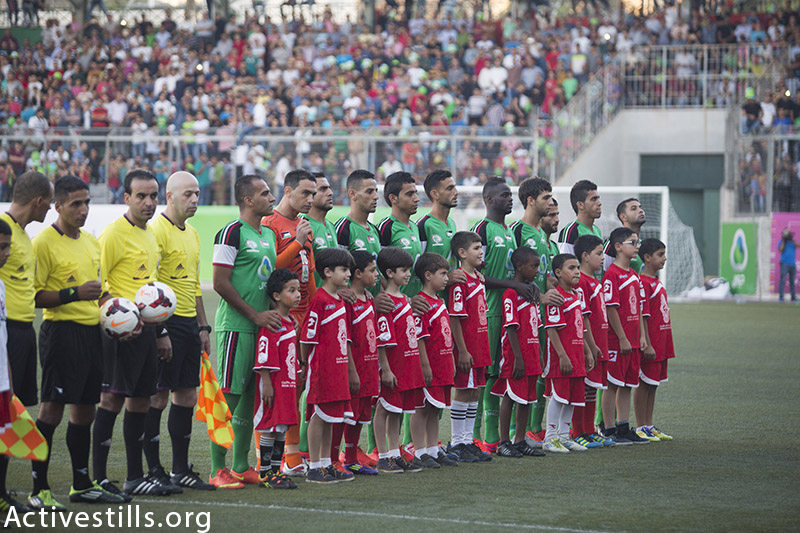 Gaza Strip's Shejaiya's players pose for a photo before their football game against Hebron's Al-Ahly's, for the Palestine Cup final, August 14, 2015. (photo by: Oren Ziv/Activestills.org)
