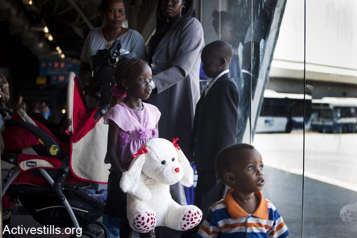 Sudanese asylum seekers await deportation to South Sudan. 2012. (Oren Ziv/Activestills.org)