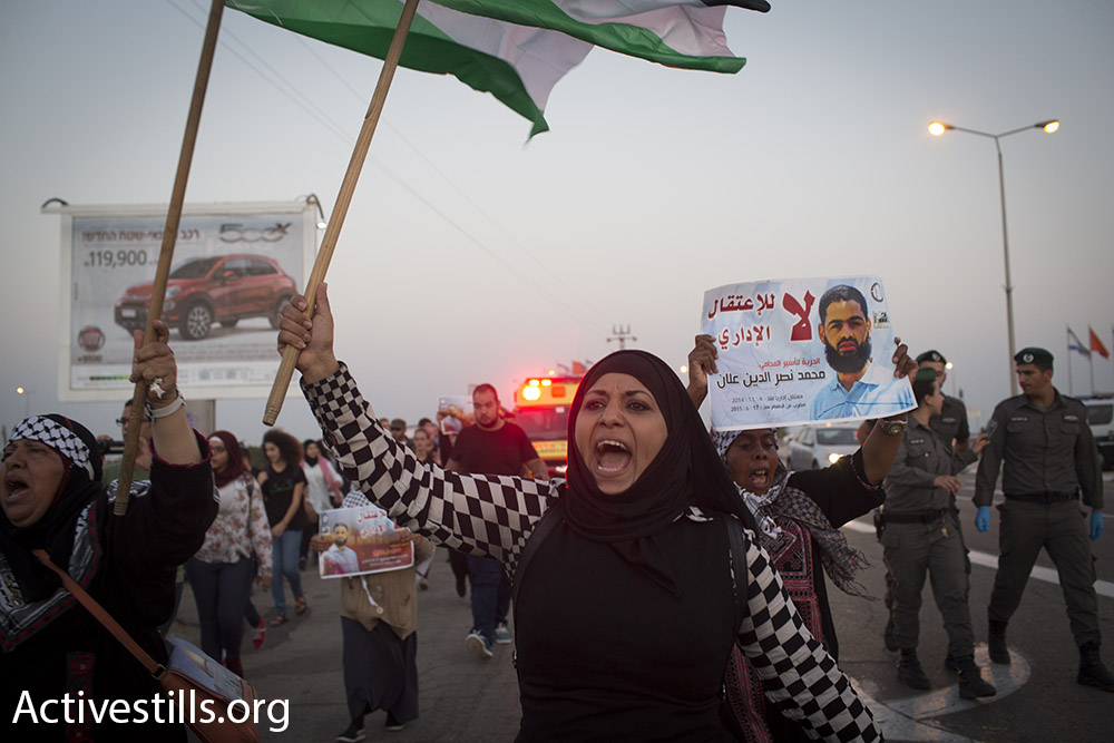 Hundreds protest for the release of Palestinian hunger striker Mohammad Allan, near Barzilai Hospital in Ashkelon, Israel.  August 16, 2015. (Oren Ziv/Activestills.org)