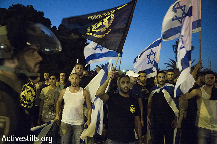 Right-wing activists shout at Palestinian activists, during a protest for the release of Palestinian Mohammed Allan, who is held by Israel without trial and who has slipped into a coma after a nearly two-month hunger strike, in the city of Ashkelon, August 16, 2015. Police prevented from Palestinian and Israeli activists to arrive to the hospital in which Allan is held, arresting eight activists, using pepper spray and skunk water canon. (photos: Keren Manor / Activestills.org)