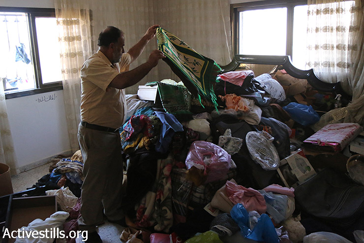Israeli night raid, Salem, West Bank, 26.8.2015. (Activestills)