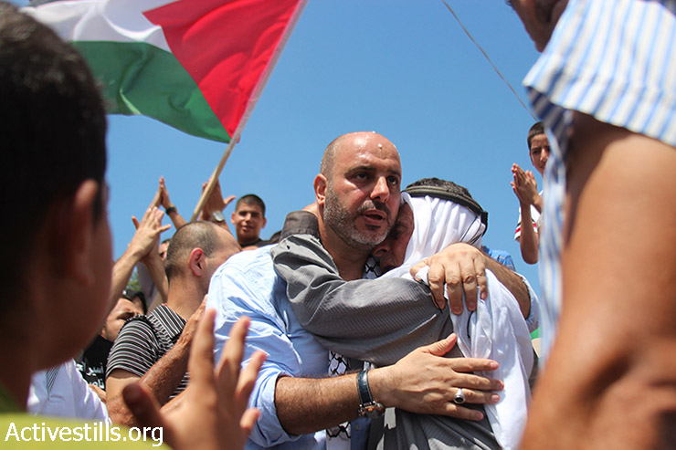 Nasser Badran, a Palestinian prisoner with an Israeli citizenship, is welcomed in his home-town upon his release from Israeli prison, in the northern village of Ar'ara, August 11, 2015. Badran spent fourteen years in prison. (Omer Sameer / Activestills.org)