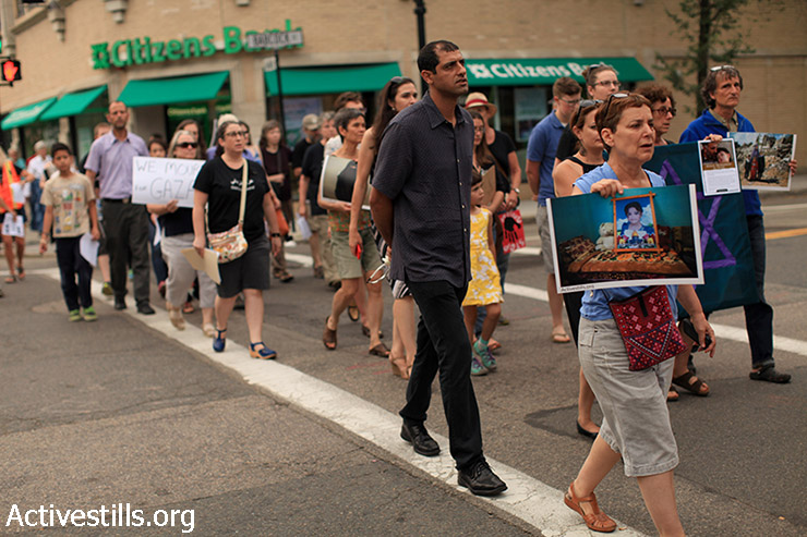 Jewish activists and allies commemorate Israel's 2014 assault on Gaza, one year later in Brooklin, MA on Sunday, July 26, 2015. (Tess Schaflan / Activestills.org)