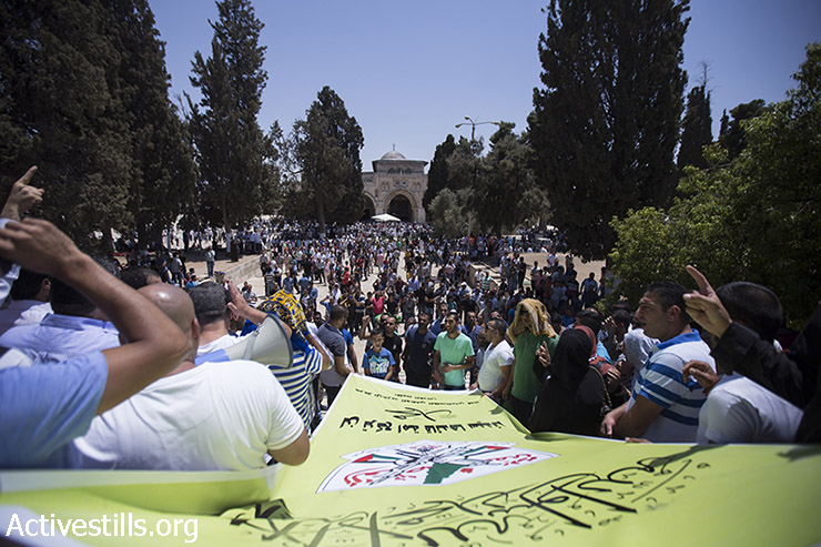 Palestinians protest in Al Aqsa mosque compound against Israeli right-wingers, following a protest in which the laters called to allow Jews to pray inside the compound, Jerusalem's old city, July 24, 2015. (photo: Fiaz Abu-Rmeleh / Activestills.org)
