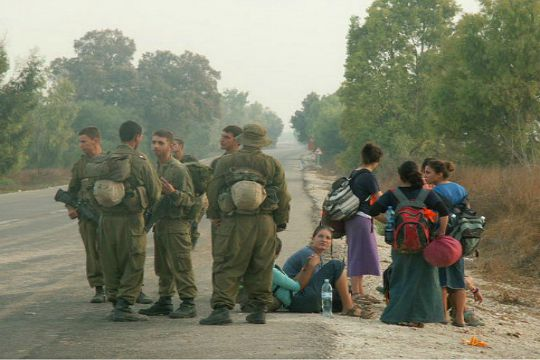 Soldiers apprehend teens trying to infiltrate Gaza on March 4, 2005 (IDF Spokesperson)
