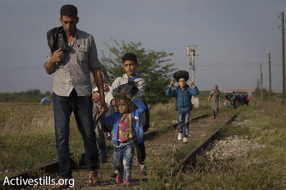 Syrian refugees march toward the border between Hungary and Serbia, September 15, 2015. (photo: Oren Ziv/Activestills.org)