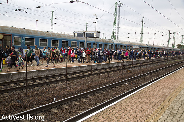 Refugees arrive by train to the Hungarian border town of Hegyeshalom. (Keren Manor/Activestills.org)