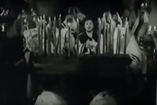 """The great Yiddish actor and cantor Moishe Oysher sings Kol Nidre in the 1939 Yiddish film, """"Ode to Glory"""" (screenshot)"""