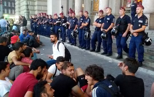 Photo 1: Police form a wall, blocking access to the train station in Budapest. (photo: Shahar Shoham)