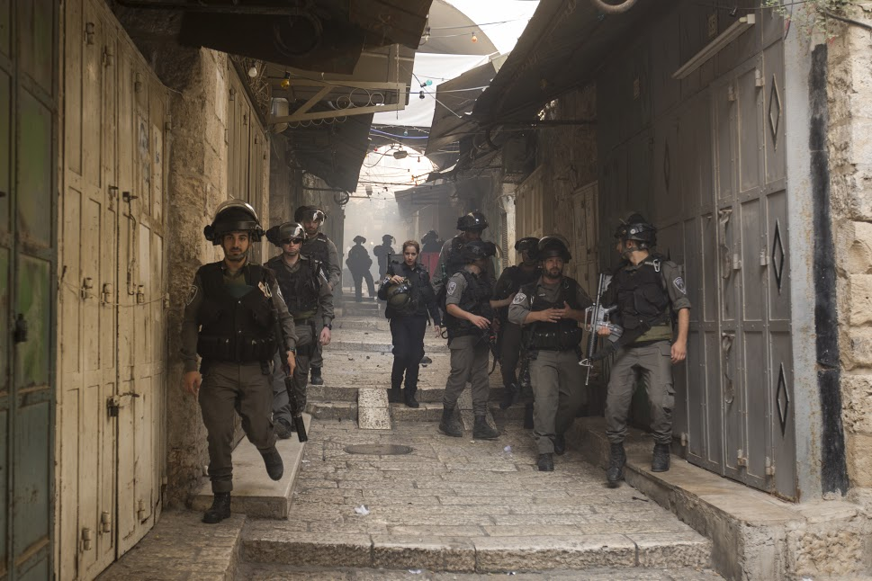 Border Policemen seen in the alleys of the Old City, during clashes with Muslim worshippers, September 13, 2015. (photo: Faiz Abu-Rmeleh/Activestills.org)