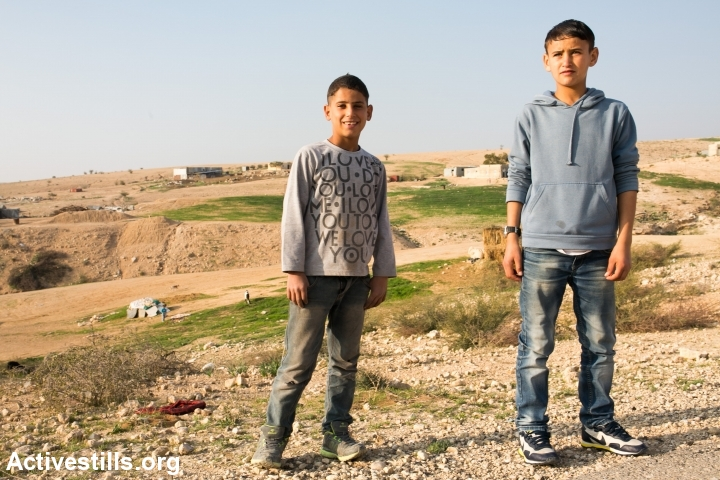 Children in the unrecognized Bedouin village of Um al Hiran, Negev, Israel, January 18, 2014. (photo: Yotam Ronen/Activestills.org)