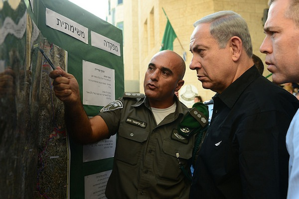 Prime Minister Benjamin Netanyahu visits a Border Police base in Jerusalem. (photo: Kobi Gideon/GPO)