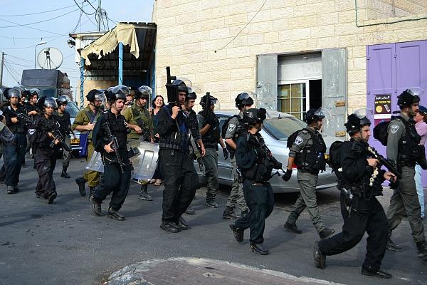Israeli security forces enter Jabel Mukaber, a Palestinian neighborhood of Jerusalem (Photo: Dahlia Scheindlin, 19 October 2015)