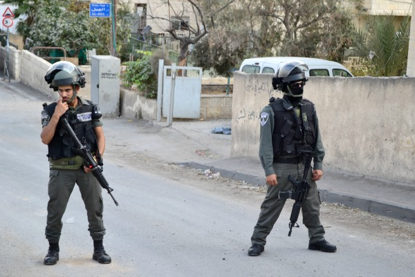 Border guards at the entrance to Jabel Mukaber neighborhood of Jerusalem (Photo: Dahlia Scheindlin, 19 October, 2015)