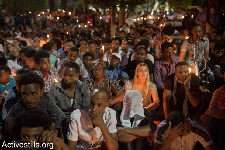Members of the Eritrean community in Israel hold a memorial service for a memorial ceremony for asylum seeker Habtom Zarhum in Levinsky park in south Tel Aviv, October 21, 2015. (Oren Ziv/Activestills.org)