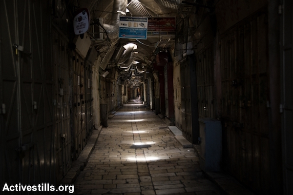 Palestinian shops are shuttered in the Old City of Jerusalem after Israel restricted entry of Palestinians following a series of stabbing attacks, October 5, 2015. (Faiz Abu Rmeleh/Activestills.org)