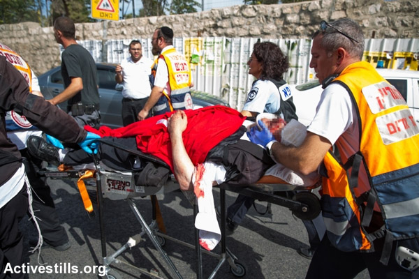 Medics evacuate an Israeli man who was wounded by a Palestinian assailant in West Jerusalem, October 13, 2015. (Yotam Ronen/Activestills.org)