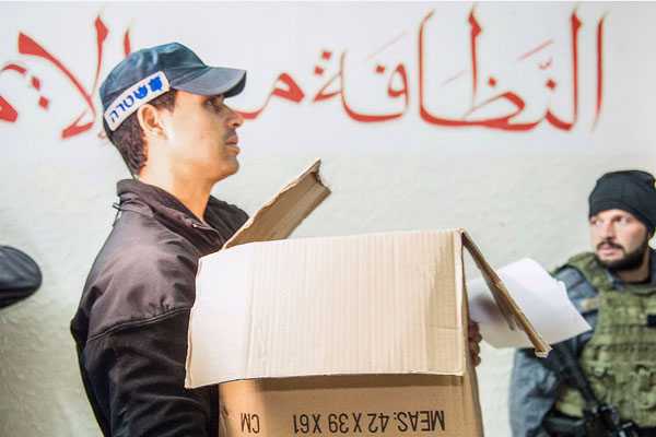 Israeli police carry away documents and computers from offices of the Northern Branch of the Islamic Movement, November 17, 2015. (Photo by Israel Police Spokesperson)